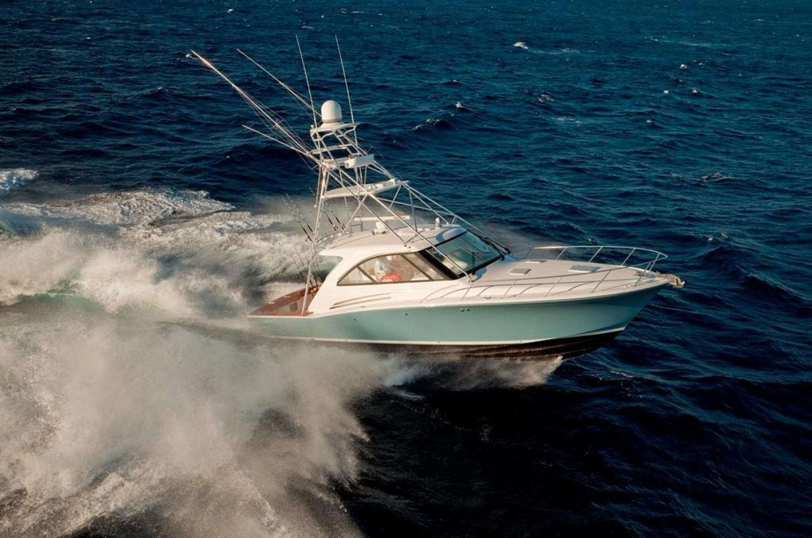Hatteras 45EX running in rough ocean water