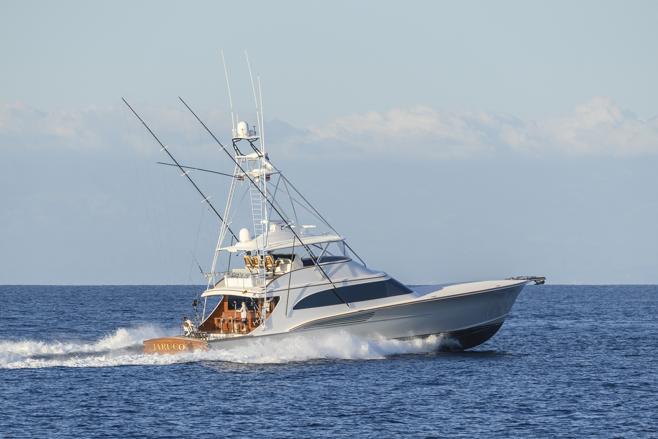 90' Jarrett Bay sportfish running on the open ocean