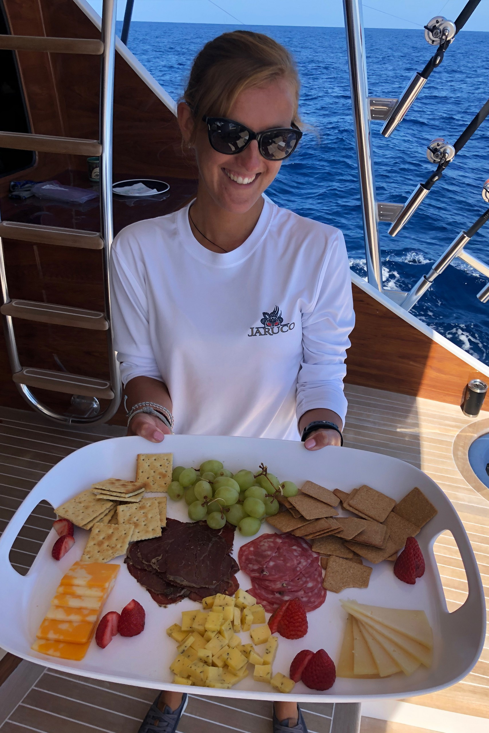 Jaruco stewardess Lotte with a platter of fruit