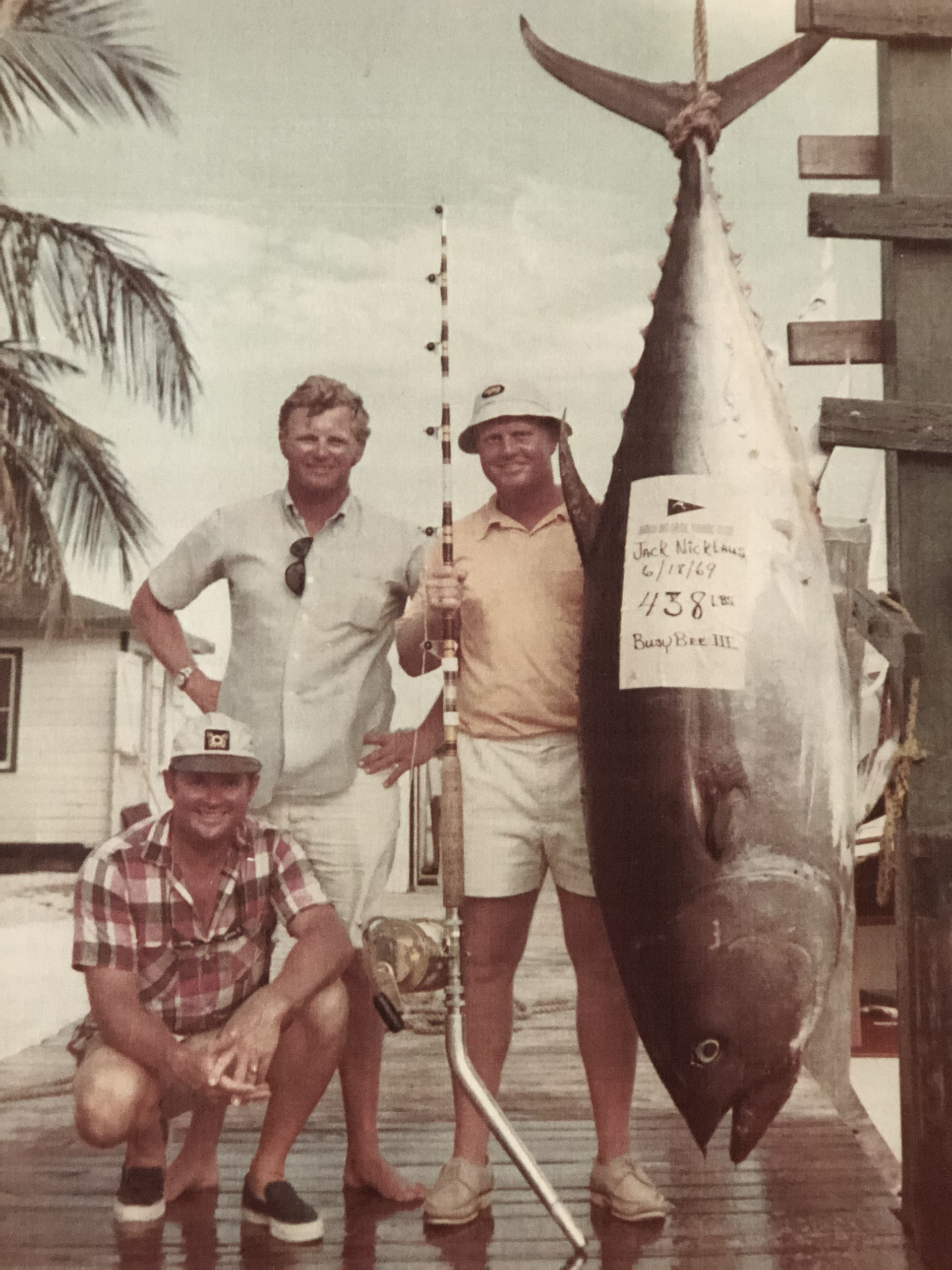 Capt. Gary Stuve, standing to the left, and Jack Nicklaus with a 438-pound bluefin.